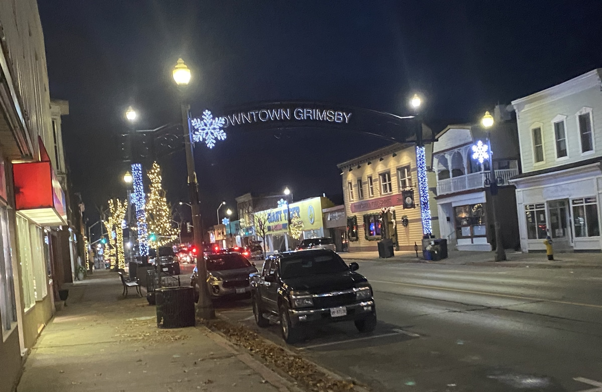 Reverse parade in Downtown Grimsby starts Dec. 5pm